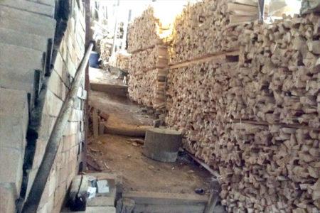 薪作りの開始です